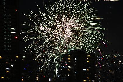 オフィスから撮影した天神祭花火